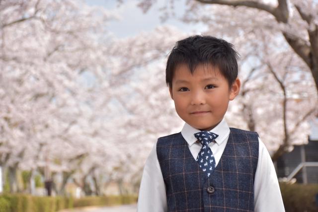 卒園式と入学式と七五三の子供の服