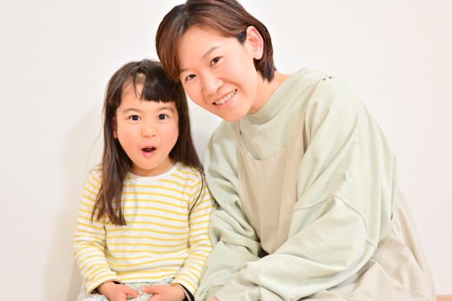 保育園児と母親