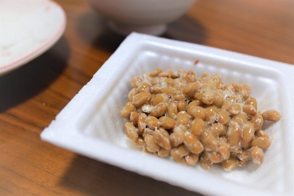 納豆を開けて混ぜた状態