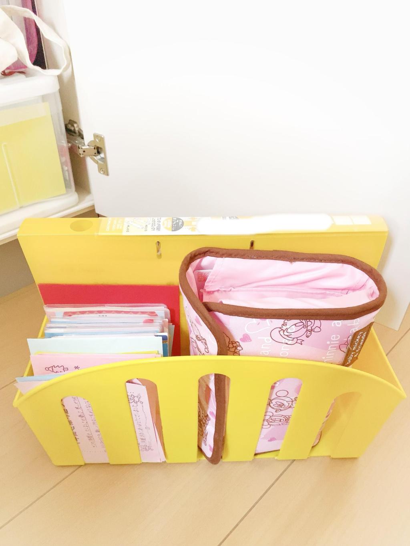 過去の連絡帳と母子手帳とファイル