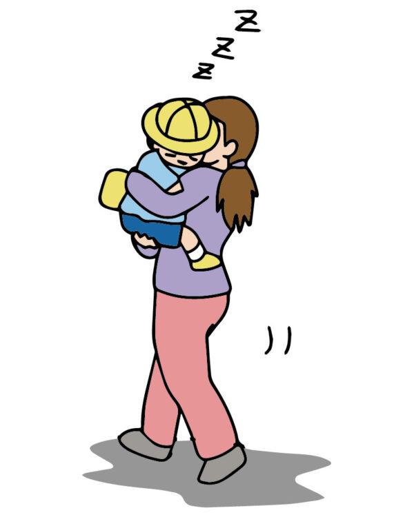 ママに抱っこされながら寝る保育園児