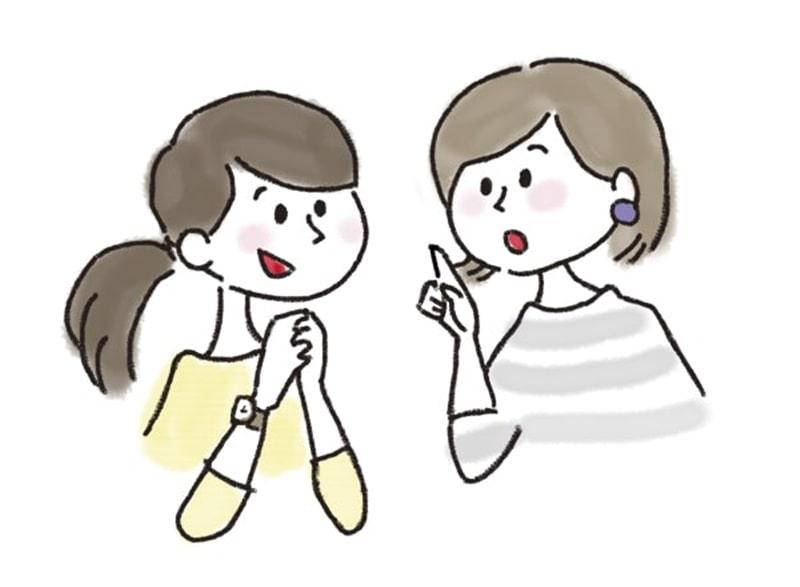 おしゃべりをする女性2人
