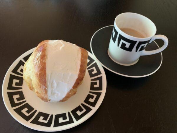 マリトッツォとコーヒー